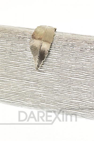 strieborna listova kabelka so zapinanim v tvare listu