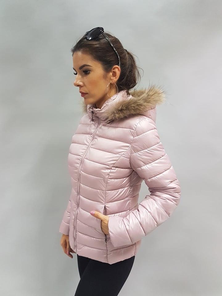 pudrovoruzova bunda s kapucnou
